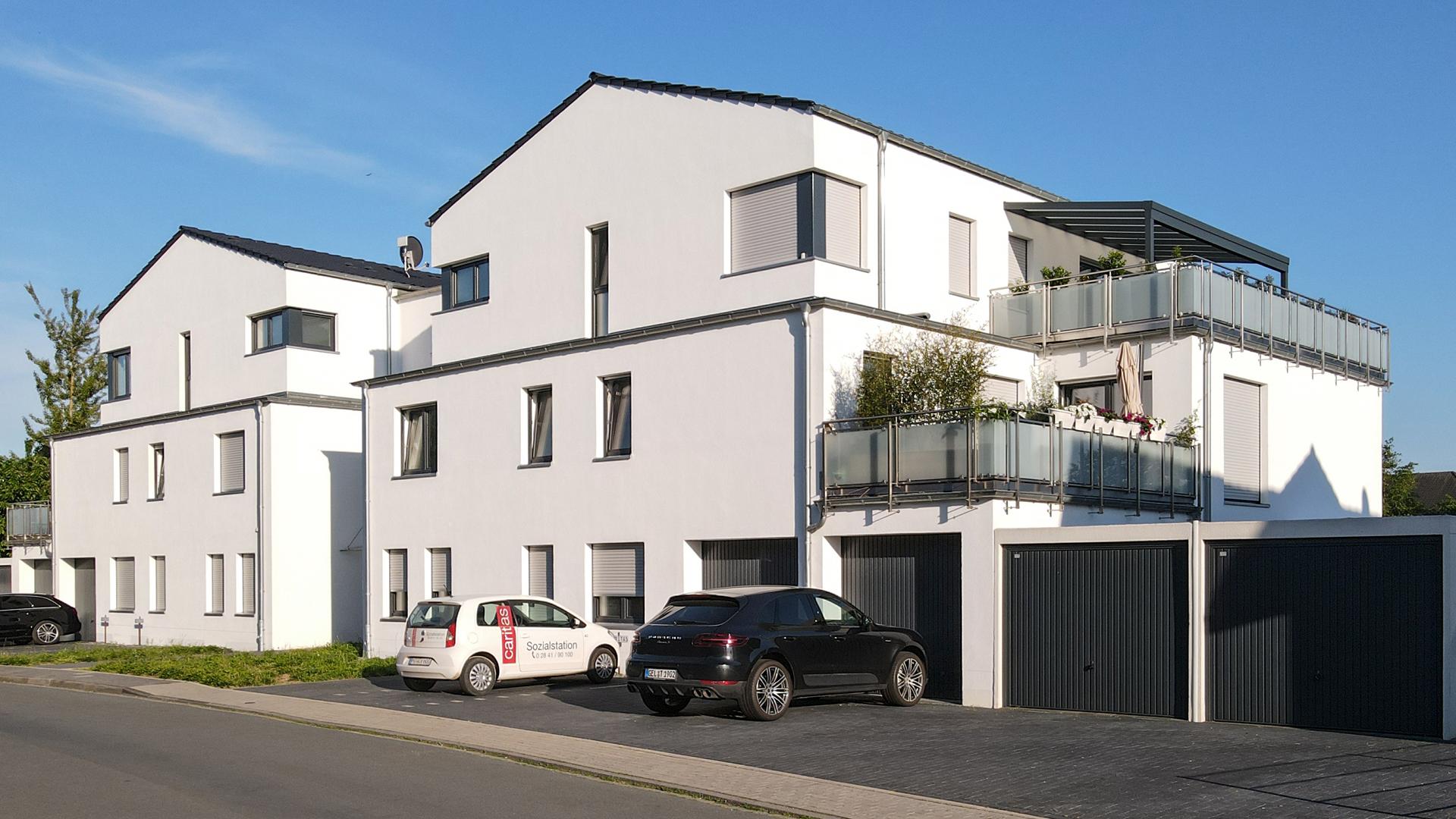 Mehrfamilienwohnhaus mit Garagen und Carportanlage - malesevic bauunternehmung mores