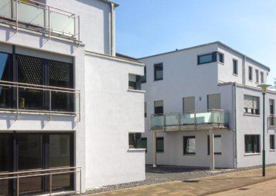 Neubau von 3 altengerechten und barrierefreien Mehrfamilienhäusern (28 Wohnheinheiten) mit 2 Praxen, Serviceeinheiten und Tiefgarage