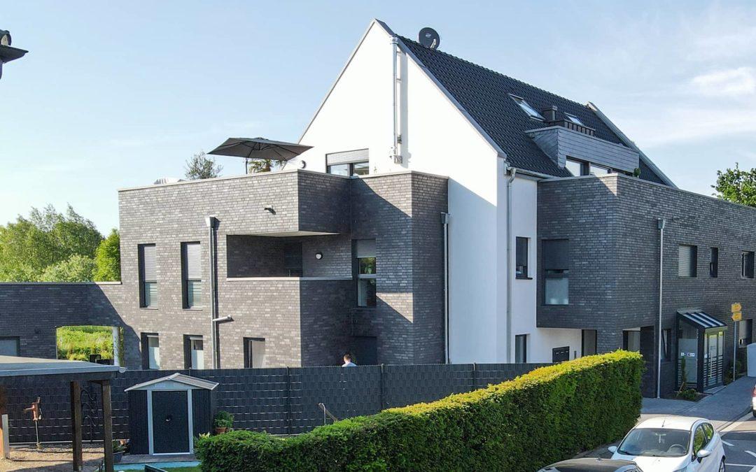 Errichtung eines Mehrfamilienhauses sowie einer Gewerbeeinheit mit Stellplätzen